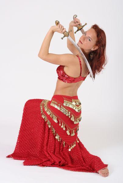 Orientální tanec se šavlí