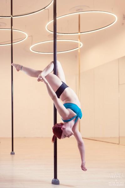 Pole dance teens (8-15 let): mírně pokročilí